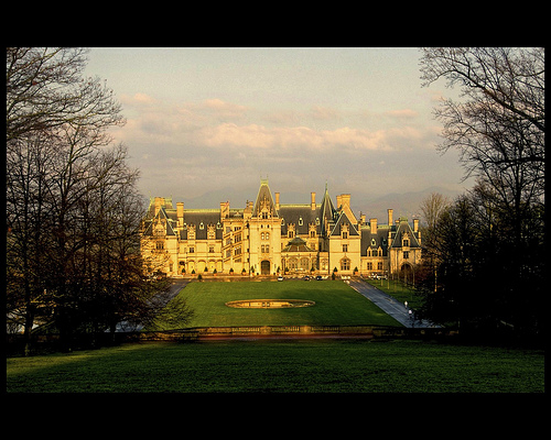Front facade of the Biltmore House. Flickr photo by lee-mccain-photorama.