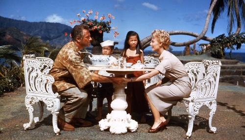 Rossano Brazzi and Mitzi Gaynor in South Pacific. Uploaded by donnetempo.com.