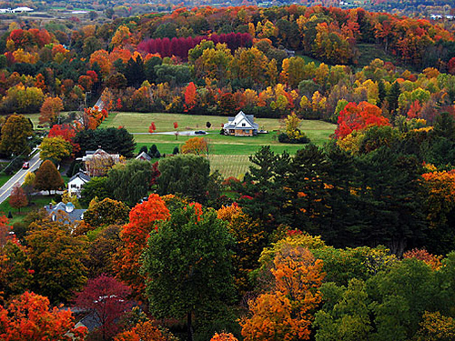 There's nothing like autumn in New England. Uploaded to Flickr by krisfong.