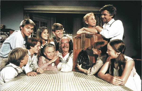 comparison of the waltons television show The waltons cast list, including photos of the actors when available this list includes all of the the waltons main actors and actresses, so if they are an integral part of the show you'll find them below.