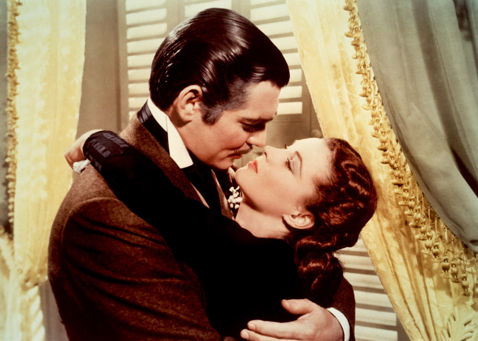 """Картинки по запросу Rhett Butler kisses Scarlett O'Hara in Gone With The Wind and says """"You need kissing badly"""""""